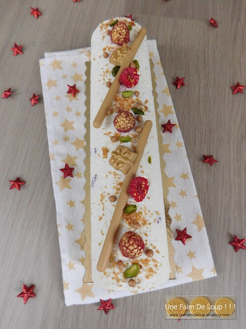 Bûche framboise pistache & chocolat blanc