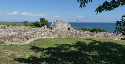 Ancienne Pydna, site château et église