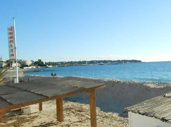 Promenade au bord de la mer à Juan-les-Pins