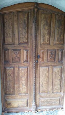 Vieille porte de la chapelle d'Arres