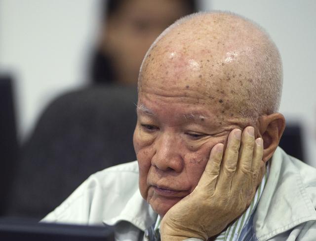 Deux hauts dirigeants khmers rouges jugés pour génocide