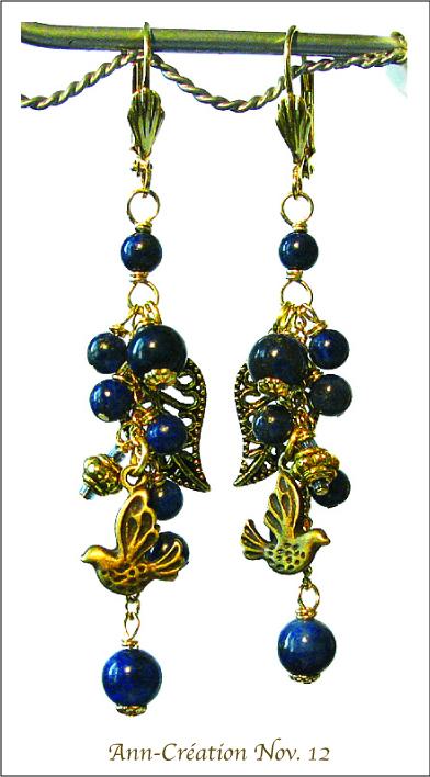 Boucles dormeuses Lapis Lazuli en grappe / Oiseau / Plaqué Or et Laiton doré