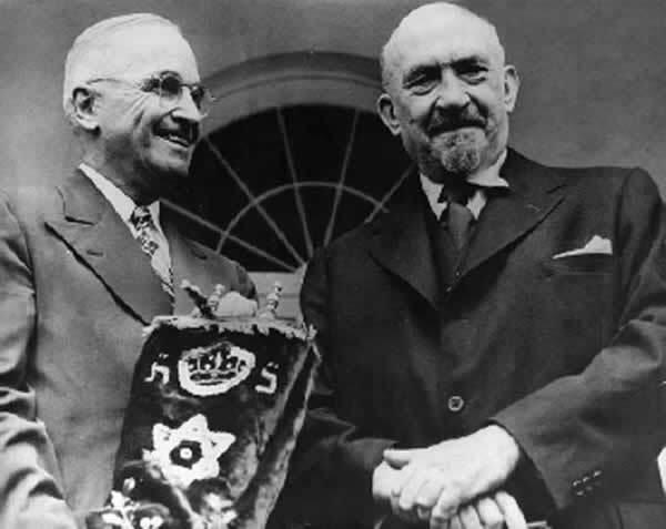 Chaim Weizmann et le Président Truman durant une visite à la Maison Blanche en mai 1948