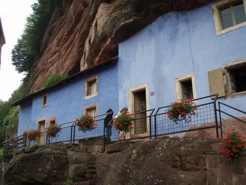 .-maisons dans les roches visité en alsace