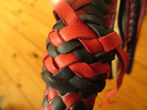 7ft black and red bullwhip pair (suite)