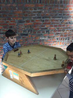 Les élèves de Mme Sonia vont à la découverte des jeux ....