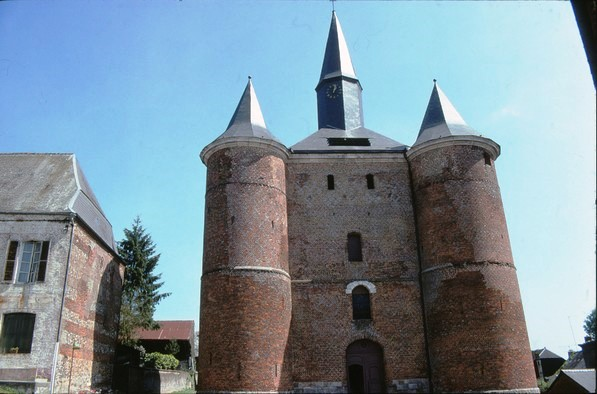 Les églises fortifiées de la Thiérache.
