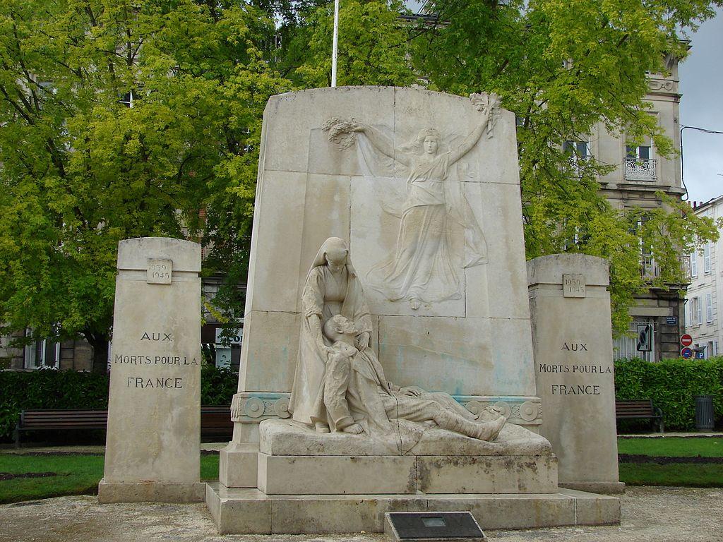 Monument aux Morts, Saintes, Poitou-Charentes, France - panoramio - M.Strīķis.jpg