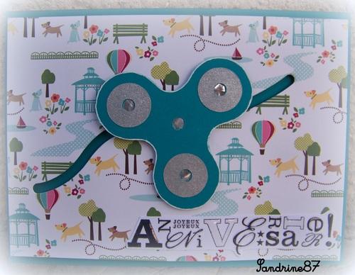 une carte avec un handspinner