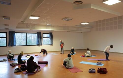 Yoga en Sidobre : stabilité et liberté