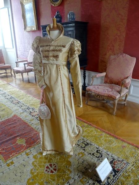 Une exposition de costumes de l'époque Empire, au château de Bussy-Rabutin...
