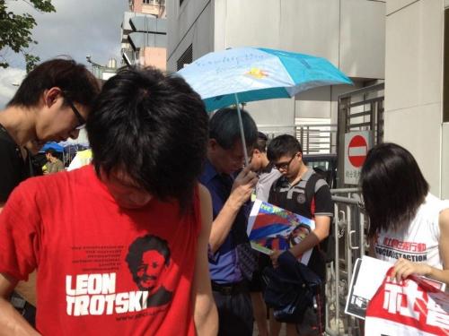 Ils sont Chinois, Communistes et manifestent pour le Tibet