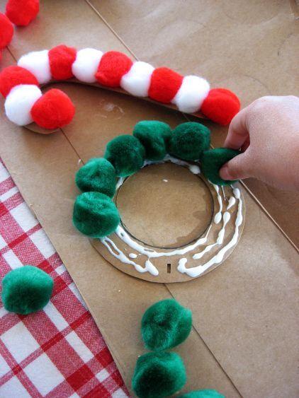 Idée Pinterest : Réaliser des productions artistiques sur l'hiver ou noël avec des ronds.