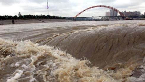 Fleuve Yangtsé en crue