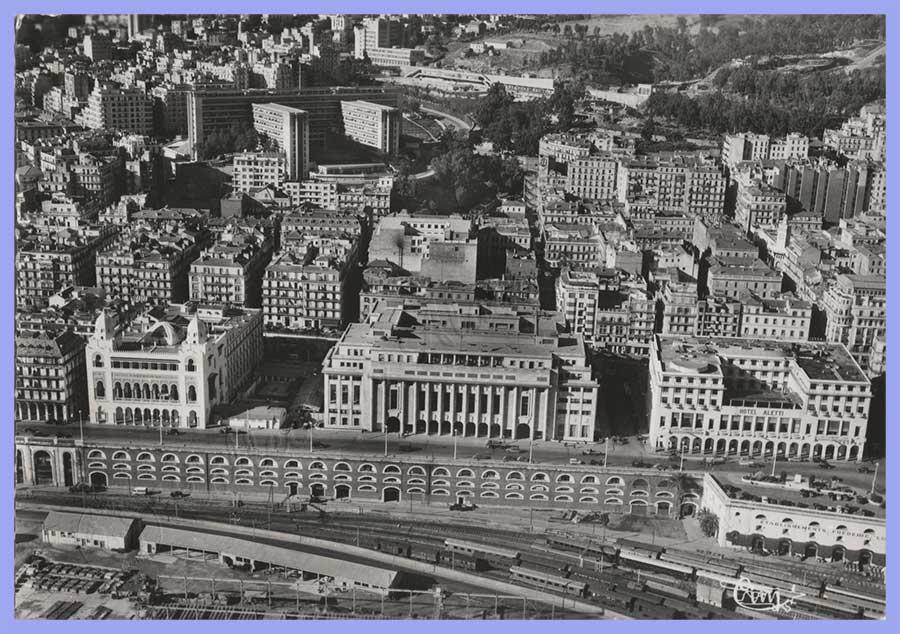 Vue aérienne sur la Ville - l'Hôtel Aletti - la Nouvelle Mairie – la Préfecture - le boulevard Carnot