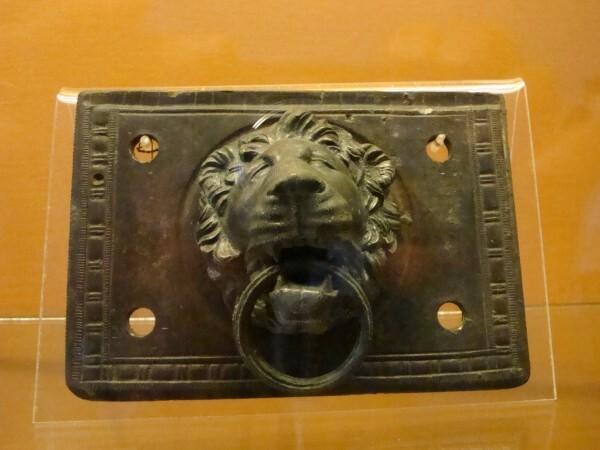 Marteau de porte en bronze