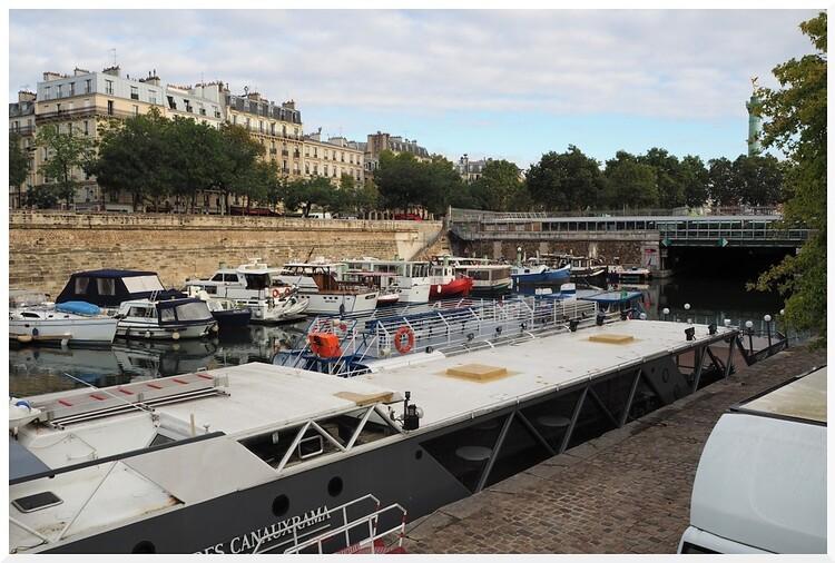 Port et jardin de l'Arsenal de Paris.