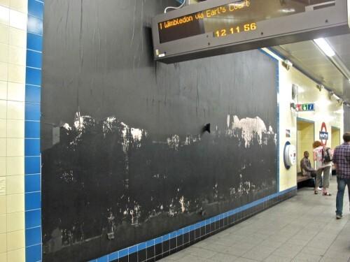 Londres métro affiche vide noire 2
