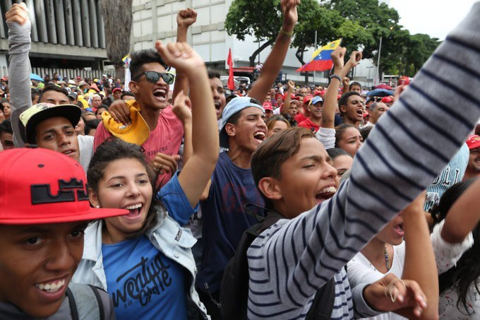 Photos : le 17 août, invisibilisée par les médias comme toujours depuis 18 ans, une mobilisation de sympathisants de la révolution bolivarienne a parcouru les rues de Caracas pour réaffirmer le soutien à l'Assemblée Constituante et dénoncer les menaces d'intervention externe.