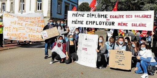 Une soixantaine de salariés de l'établissement public de santé mentale de Saint-Avé a manifesté ce jeudi 15octobre contre les disparités salariales engendrées par le Ségur de la santé.