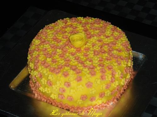 Gâteau de dégustation décors en pâte à sucre
