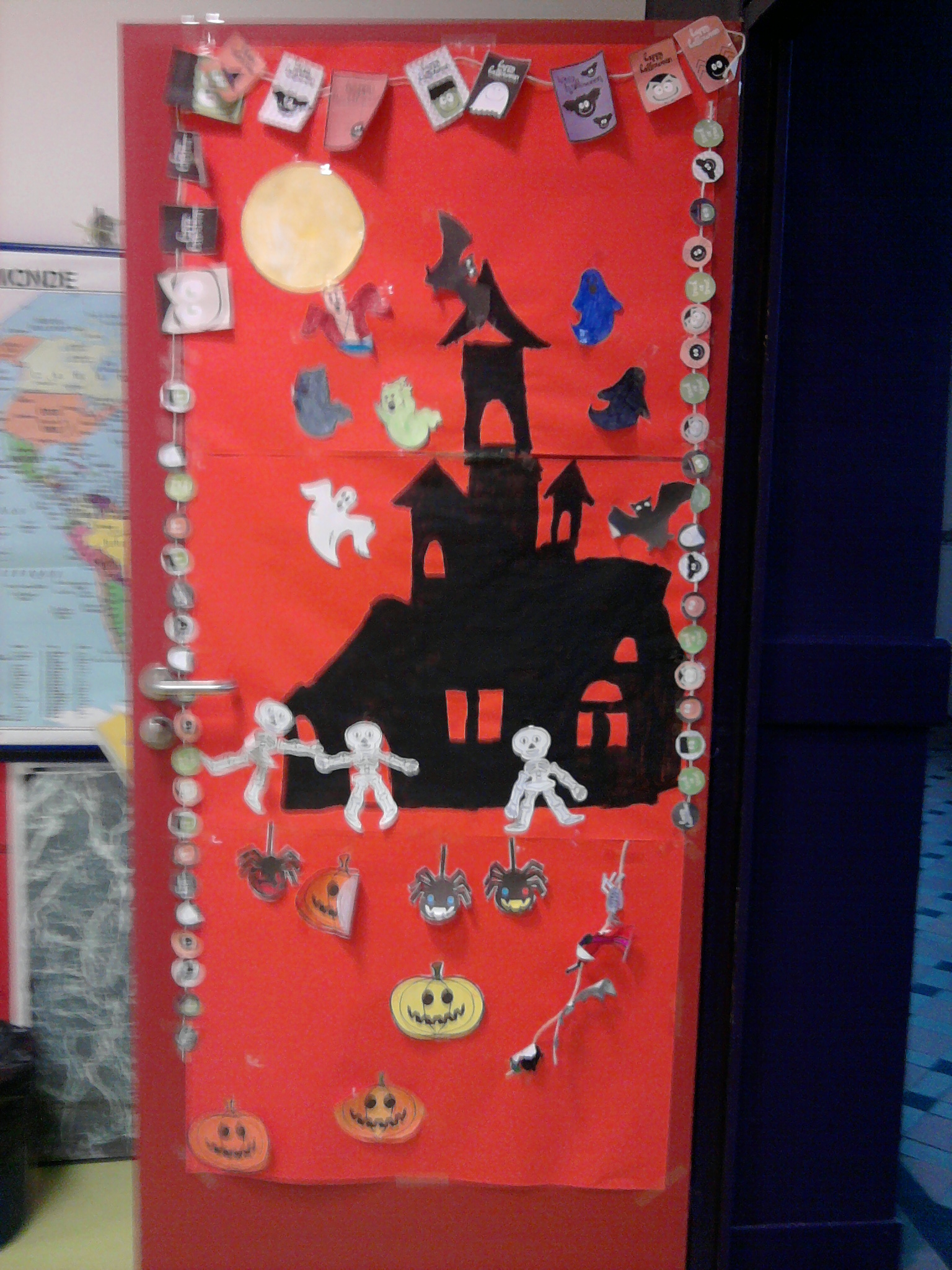 Decoration halloween porte de classe - Decoration de porte halloween ...