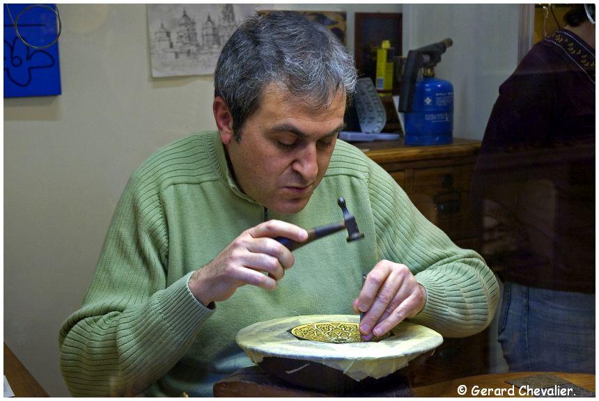 Tolède - Un damasquineur pratiquant son Art.