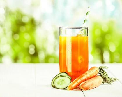Jus-de-carotte-pomme-orange-et-concombre-500x396