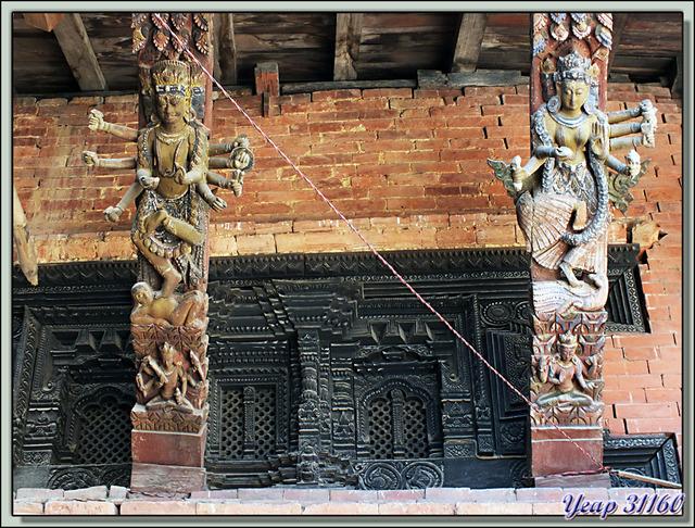 Blog de images-du-pays-des-ours : Images du Pays des Ours (et d'ailleurs ...), De l'art sous les toitures des temples - Durbar Square - Patan - Vallée de Katmandou - Népal
