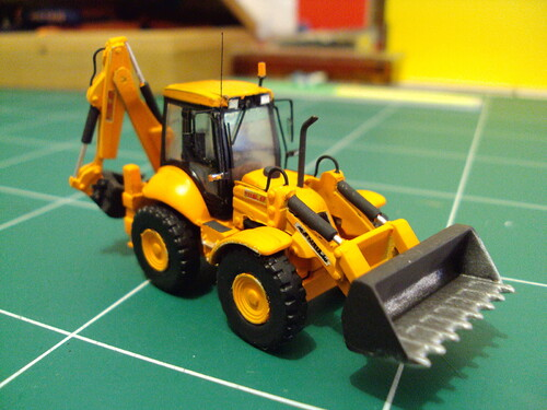 Un tractopelle New Holland B115 de Norev