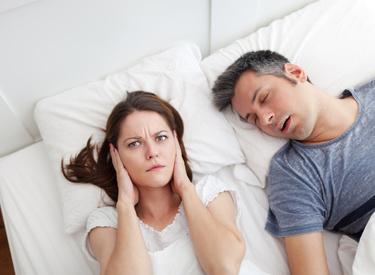 Vous ronflez et faites des apnées du sommeil