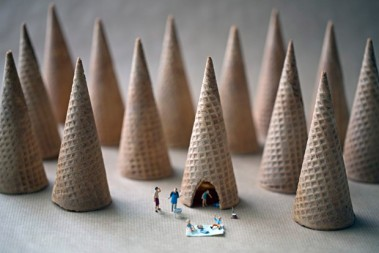 miniature-people-playing-with-food-by-christopher-boffoli-4