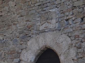 La croix de Malte au dessus de la porte