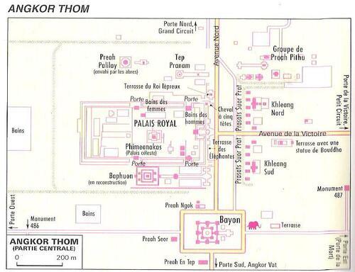 Angkor Thom La Porte des morts. Fin XII ème siècle.