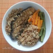 Aubergine vapeur à la japonaise (miso, tamari, sésame), carottes, haricots plats et sarrasin