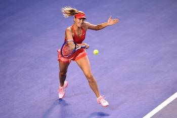 Sharapova met plus de poids dans sa balle
