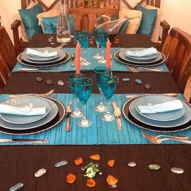 Table turquoise et marron