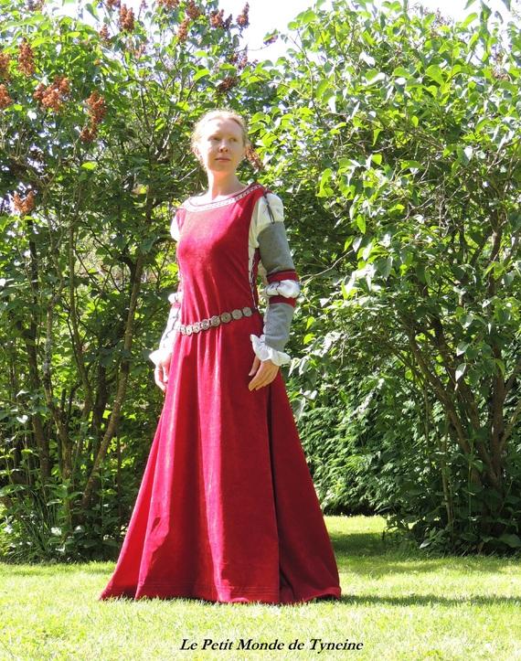 Robe médiévale surcot et gantelets