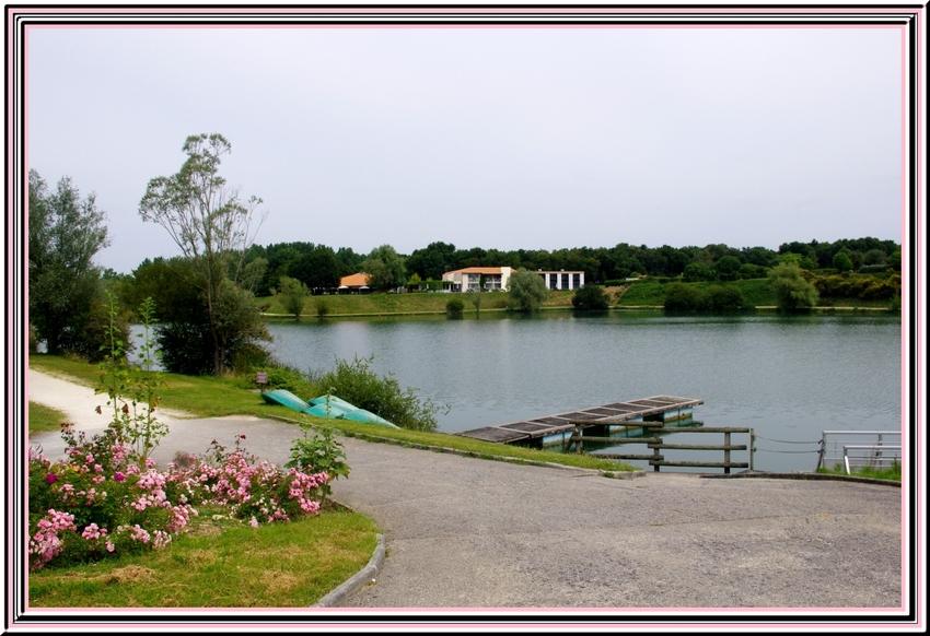 Le lac de l'aubray  commune de trizay 17