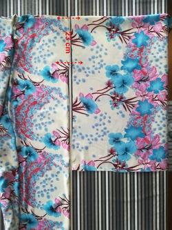 Un kimono fleuri et sa ceinture Obi