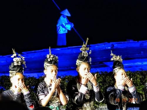 Yangshuo; spectacle sur l'eau; suite;