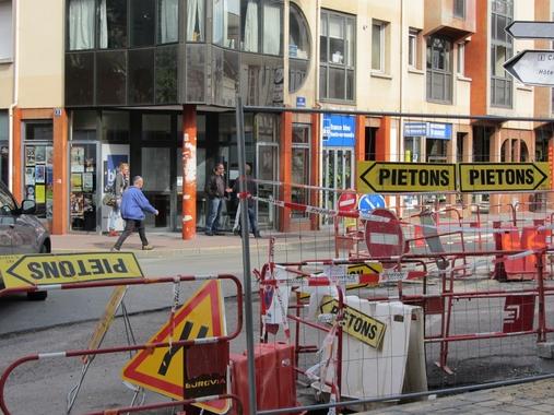 Scènes de rue - Suivez la flèche si vous pouvez