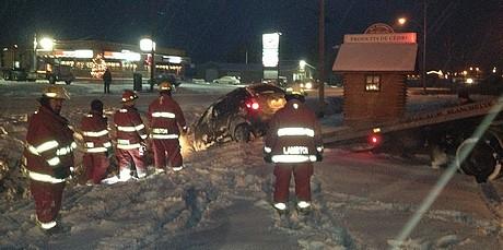 Les pompiers de Lambton demandés pour un capotage automobile sur la Route 108 à Courcelles
