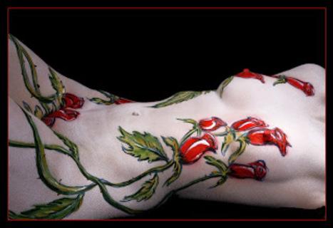 Body paint sexy sur femme nue