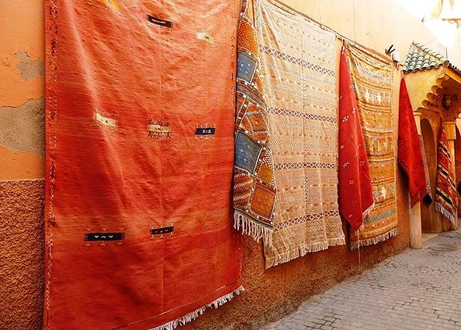 Les tapis le cuir couleurs traditions - Cuir au metre carre ...