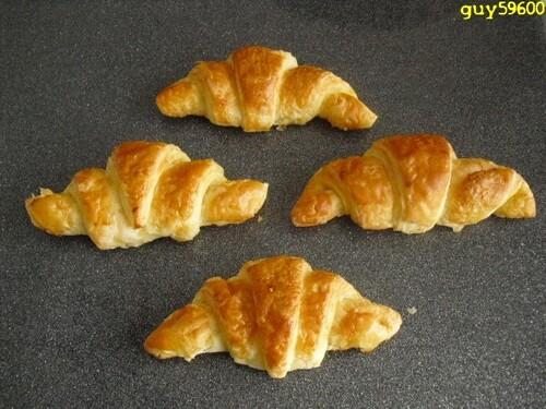petits pains au chocolat et croissants