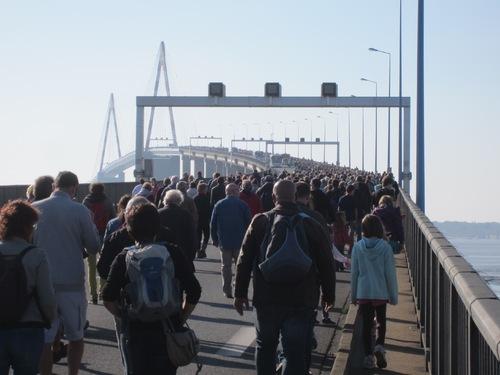 Le pont de Saint-Nazaire... à pied