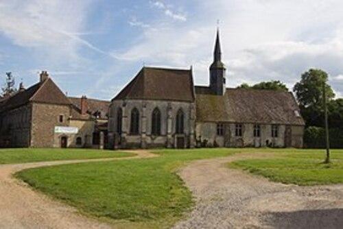 Camping les Berges de l' Iton  et  l'abbaye des Bénédictines de Saint-Nicolas   et Verneuil sur Avre