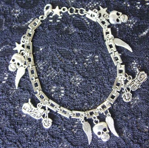 Bracelet biker avec harleys, étoiles, têtes de mort et ailes d'ange