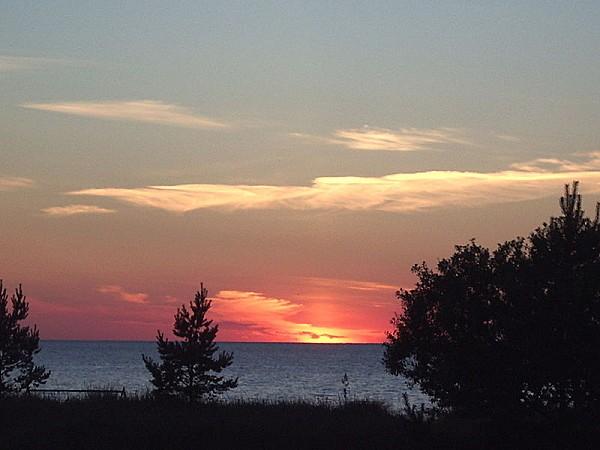 800px-Sunset_at_Liimala_beach.jpg